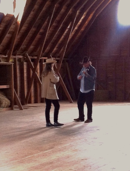 DanielandDaughter_musicinthebarn